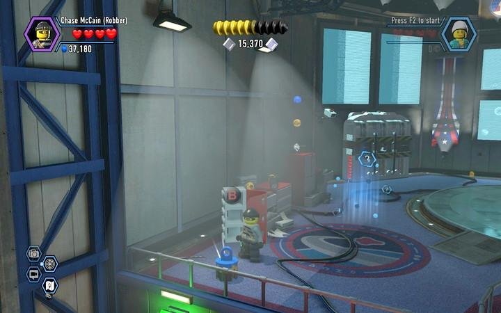 Collect three objects and place them in the generator on the right side of the room - The hangar | Walkthrough - Chapter 7 - LEGO City: Undercover Game Guide