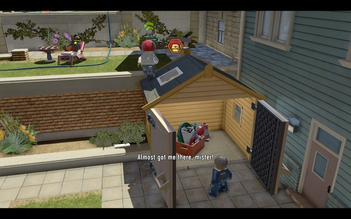 Pull the box out of the garage and place it on the flat green block on the left - The bank robbery | Chapter 1 - Chapter 1 - LEGO City: Undercover Game Guide